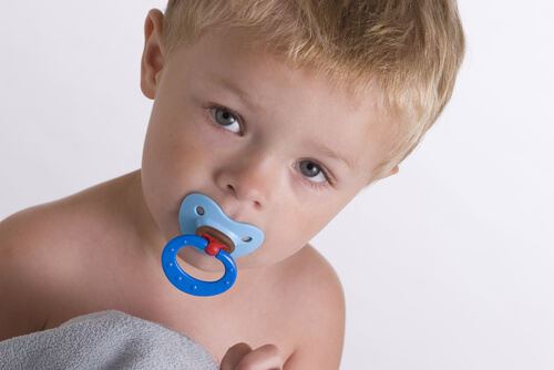 Pacifier and speech and language delay